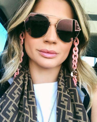 thassia-naves-oculos-corrente