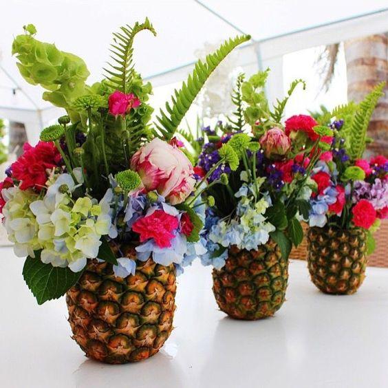 arranjo de mesa para festa tropical