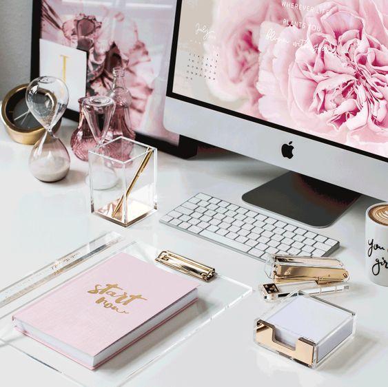 Nem sempre é fácil, para criar uma rotina de estudos em casa, é preciso dedicação, planejamento e algumas estratégias e técnicas que funcionam para todo mundo.Nesse post eu te ajudo a criar uma rotina de estudos em casa, produtiva e eficiente. #estudos #rotina #comocriarumarotinadeestudosemcasa #blogging #study