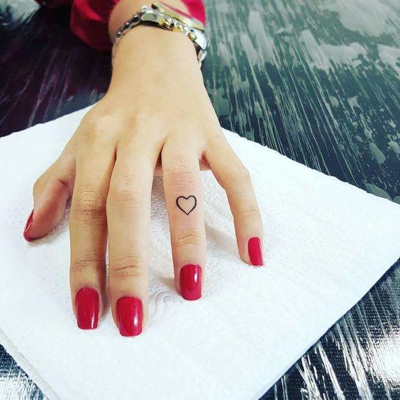 tatuagem na mão #tatuagemfeminina