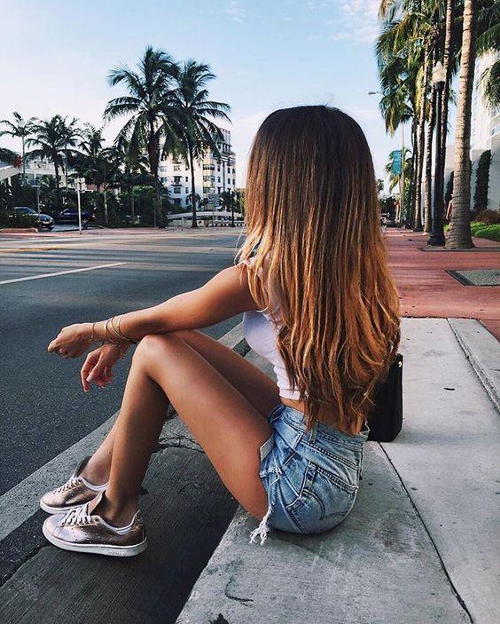 fotos tumblr para você se inspirar, menina sentada na calçada, fotografia