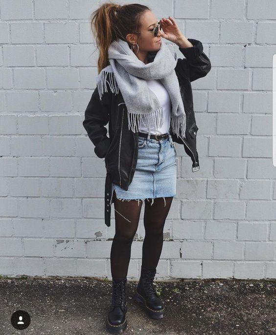look tumblr de inverno com jaqueta de coura, saia e meia calça